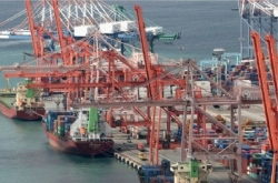 Shipbuilders nervous as oil prices plummet