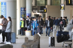 Holiday travelers urged to take precautions against COVID-19