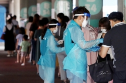 New virus cases bounce back, greater Seoul under extended social distancing