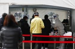 Korea's new virus cases hit record high of 950