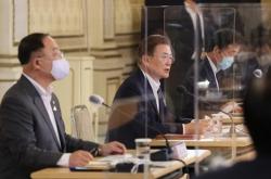 Moon shares finance minister's online message on S. Korea's economic performance