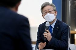 Gyeonggi governor Lee back at No. 1 in poll of presidential hopefuls