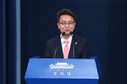 Moon replaces senior secretaries for political affairs, social policy, Cheong Wa Dae spokesperson