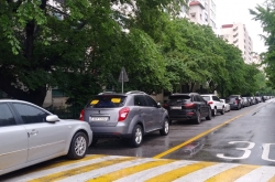 [Seoul Struggles 8] Illegally parked cars wreak havoc for drivers in Seoul