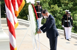 Moon visits US military cemetery in show of commitment to stronger alliance