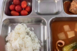 Military cooks 'overworked' amid quarantine meals furor