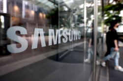[Exclusive] Government preparing Moderna vaccine for Samsung, SK, LG employees