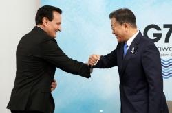 Moon meets AstraZeneca's CEO to discuss vaccine cooperation