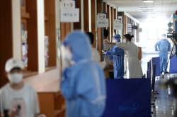 Non-Seoul areas to be placed under 2nd highest virus curbs starting Tuesday