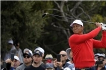 Woods sets Presidents Cup record, Americans make their move