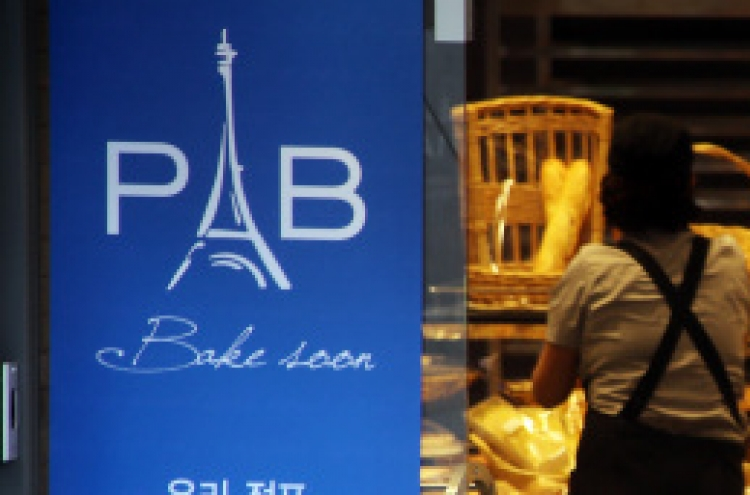 Paris Baguette ordered to directly hire over 5,000 bakers