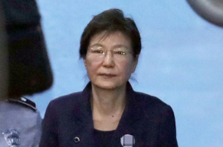 Park calls trial 'political vendetta,' attorneys resign en masse