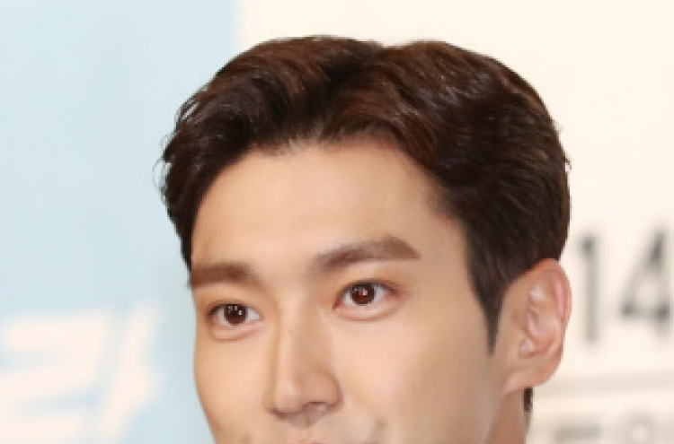 Singer-actor Choi Si-won apologizes for death of neighbor bitten