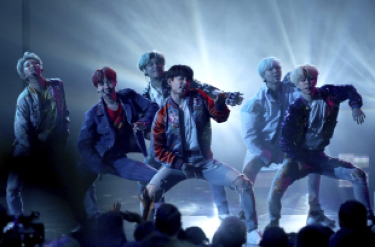 BTS fires up crowd with AMAs performance