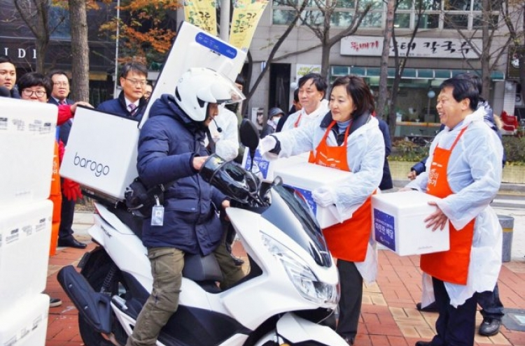 Barogo's motorcycle drivers deliver kimchi to the underprivileged in Seoul