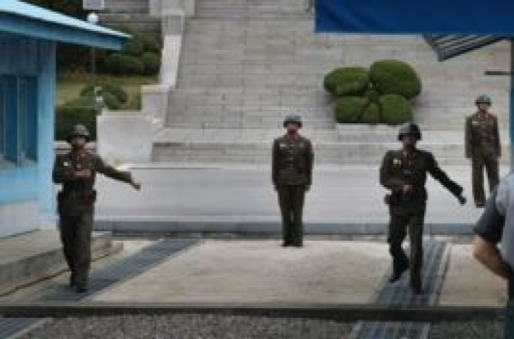 NK apparently replaces all border security guards after soldier's defection: source