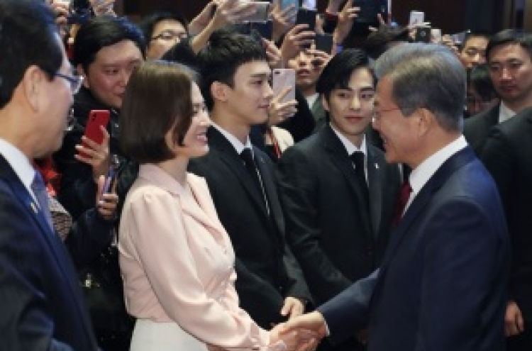 Song Hye-kyo, EXO-CBX meet President Moon Jae-in in Beijing