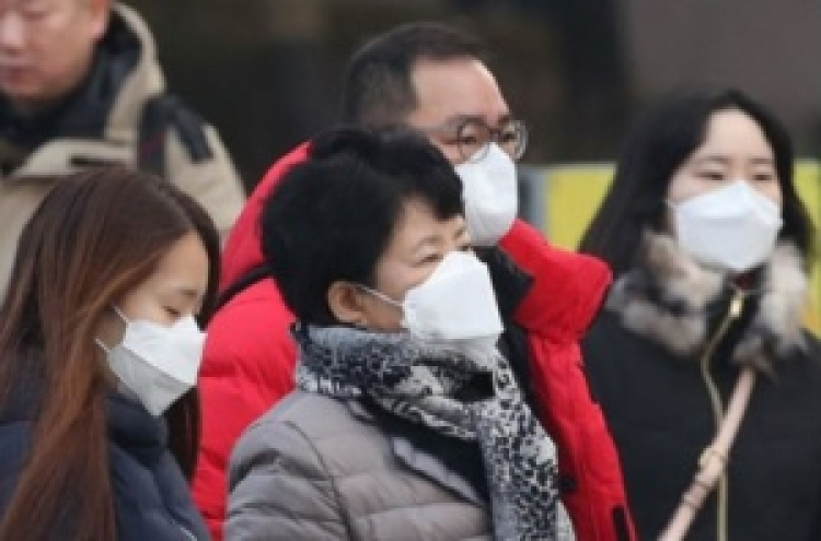 Foreigners unsure how to respond to dangerous air pollution