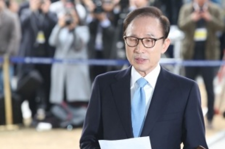 [Breaking] Ex-president Lee Myung-bak appears before prosecution for questioning