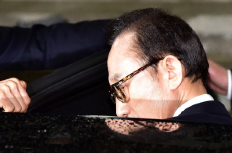Prosecutors to seek arrest warrant for Lee Myung-bak