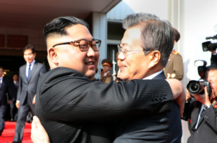 [Breaking] Two Koreas' leaders hold surprise meeting amid uncertainty over US-NK summit