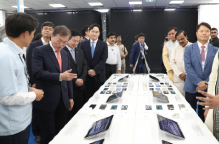 Moon touts Samsung's cooperation with Indian firms