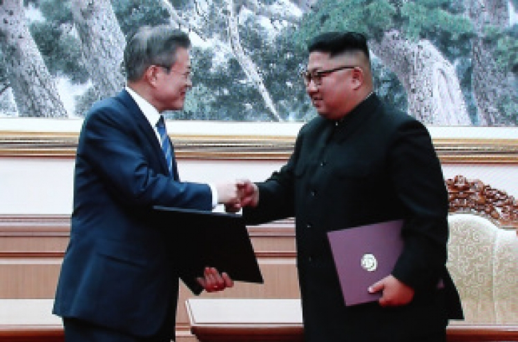 [Breaking] Moon, Kim sign summit agreement in Pyongyang