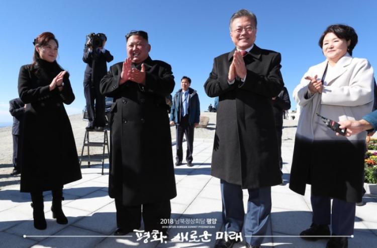 Kim grants Moon's wish to climb Paektusan