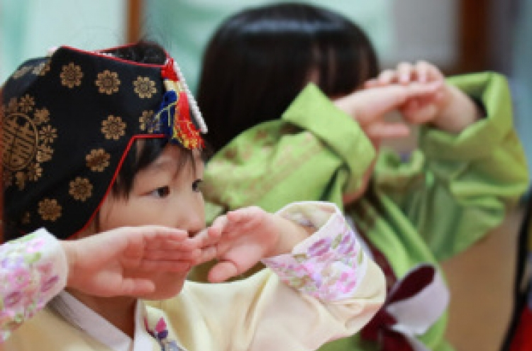 Millions of S. Koreans head to their hometowns for Chuseok holiday