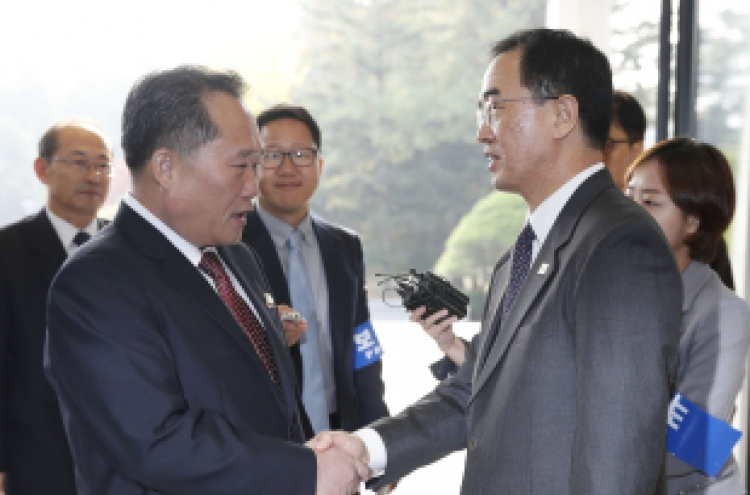 [Breaking] Koreas agree to start railway, road work by Dec.