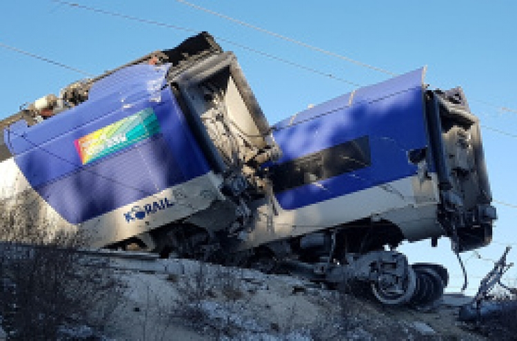 Seoul-bound KTX train derails, 15 injured