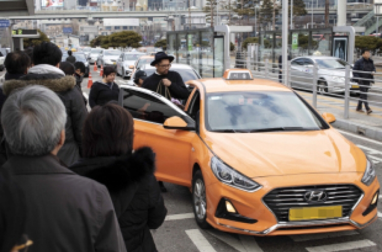 Seoul's base taxi fare rises to 3,800 won