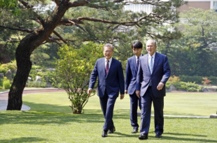 Moon lauds Bush's visit as strong Korea-US alliance