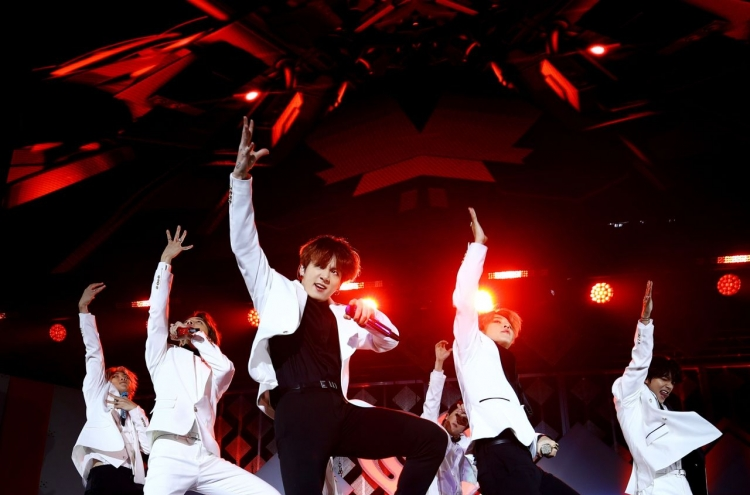 [Photo news] BTS performs at 2019 Jingle Ball