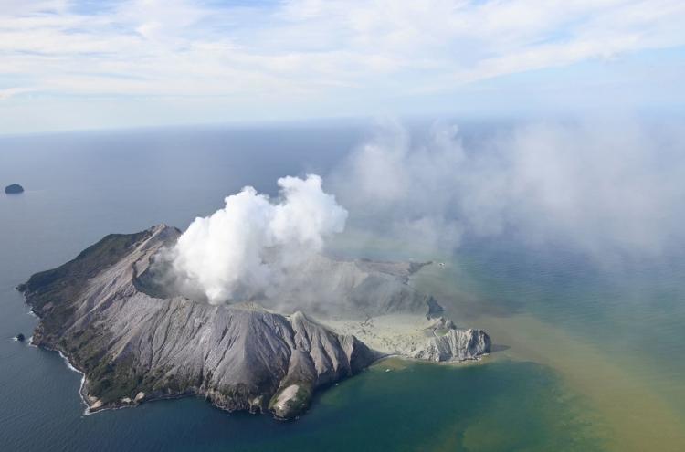 Heroism, devastation after deadly N. Zealand volcano eruption