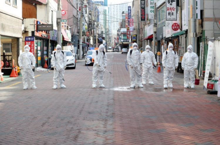 S. Korea's virus cases top 2,000, citizens urged to avoid mass gatherings