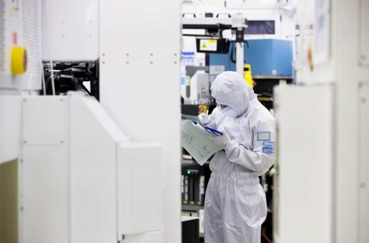 [Tech Read] China looms over Korea in high-tech race (1) : Chinese firms enter memory market