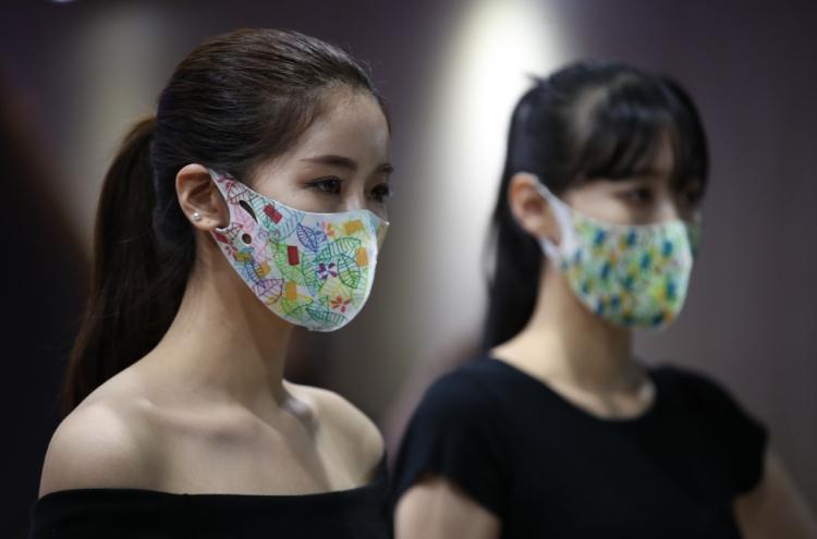 Colorful face masks gain popularity in Korea