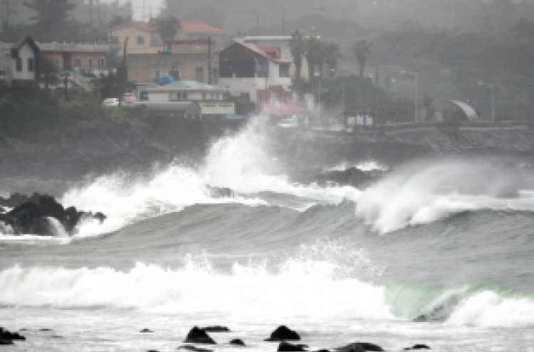 Typhoon Jangmi makes landfall in southern Korea