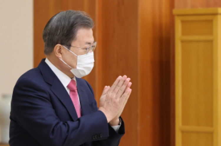 Moon says sorry to college entrance examinees over virus concerns