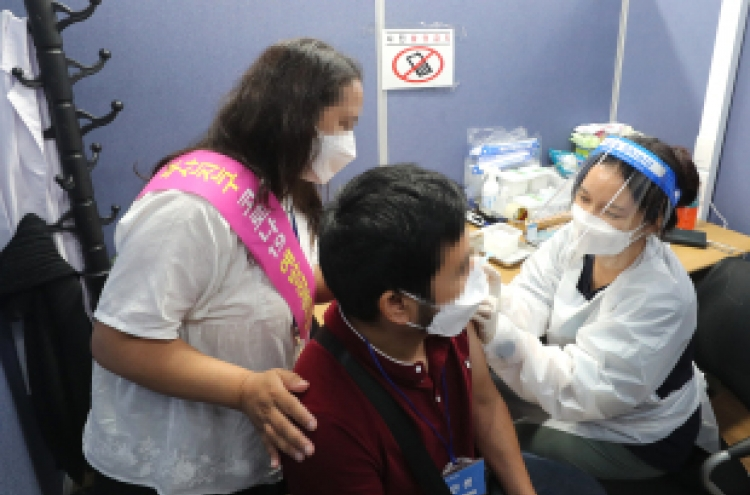 Govt. devises measures to boost COVID-19 vaccination among migrant workers