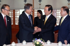 Moon urges improved Seoul-Tokyo relations despite need to address history issues