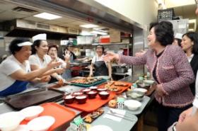 First lady serves homemade dish to Korean-American elders