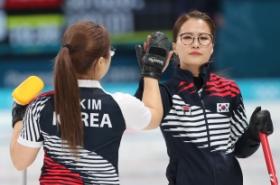 Korea brush past Japan to make women's curling final