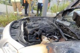 South Korea on alert for vehicle fires: Chrysler sedan catches fire