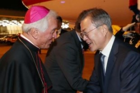 Moon to seek support of Vatican, Italy for NK peace efforts