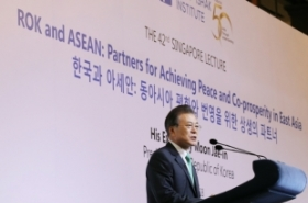 Moon to leave for Singapore to take part in ASEAN summits