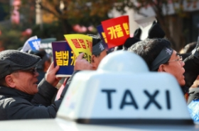 Govt., ruling party push for implementation of salary system for company taxi drivers