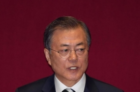 Moon calls for S. Korean businesspeople to combine efforts for peace, prosperity