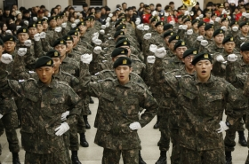 Korea urged to pay conscripts better